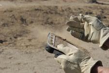 Panasonic FZ-G1 -tabletti käytössä peittyneenä hiekkaan