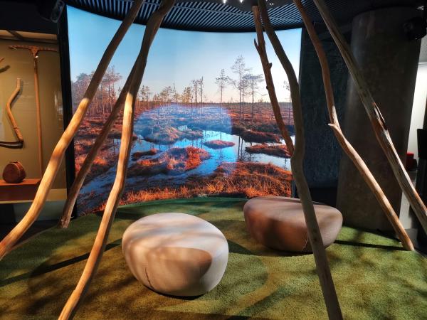 Karhu suolla -animaatio Keskisuomalaisuutta etsimässä -näyttely Kuva Johanna Puhakka KeMu