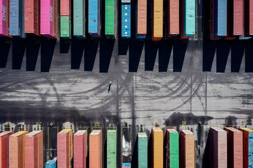 pitkät välimatkat esimerkiksi satama-alueella ovat esimerkki yksintyöskentelytilanteesta Kuva Mikko Törmänen