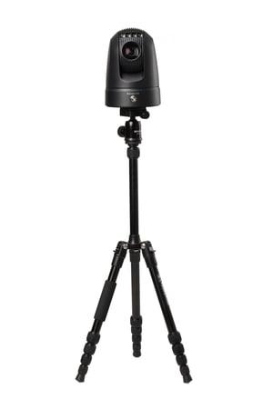 Kedacom mobiili kääntöpääkamera kolmijalkaan kiinnitettynä Kuva Kedacom