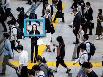 Panasonic FacePRO -kasvontunnistusohjelmisto tunnistaa kasvot väkijoukosta Kuva Panasonic