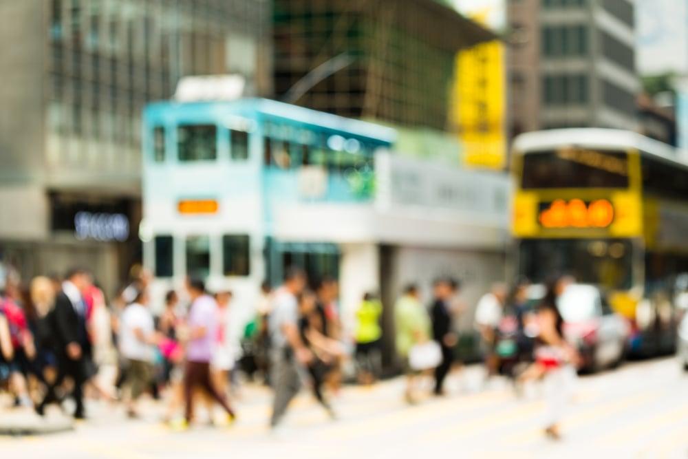 paljon ihmisiä kävelemässä kadulla Kuva: Shutterstock