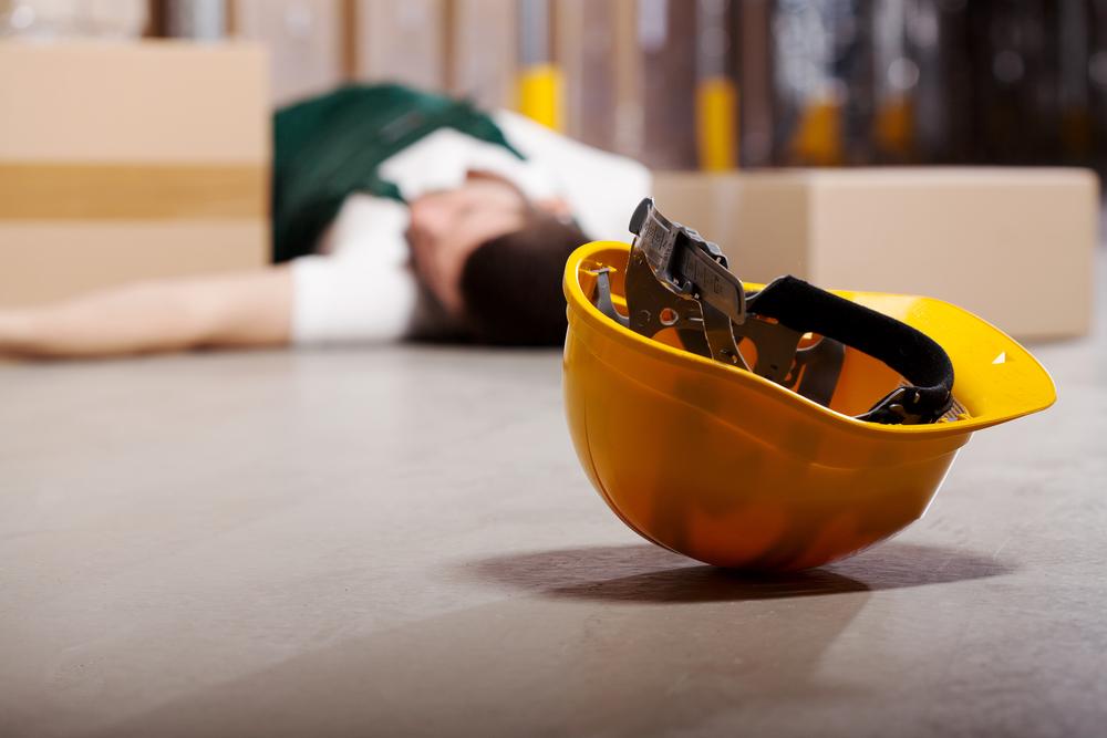 varastotyöntekijä kaatunut onnettomuuden seurauksena Kuva: Shutterstock