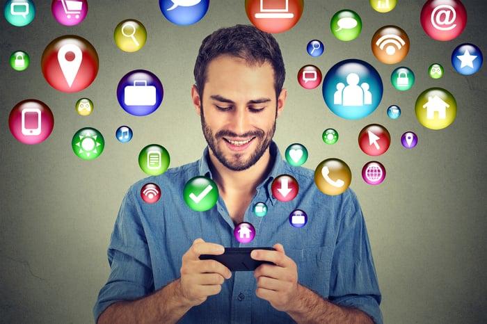 puettavalla teknologialla on vastaavat viestintämahdollisuudet kuin mobiililaitteilla Kuva Shutterstock