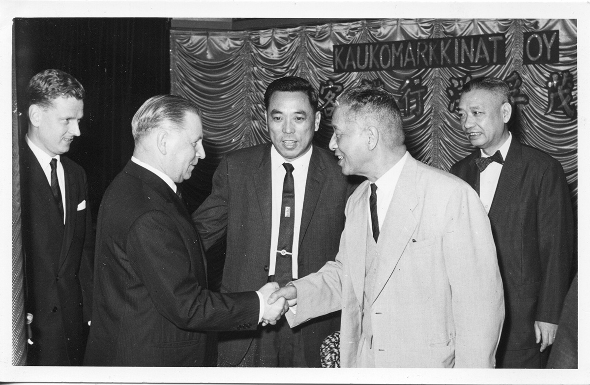 Aarne Koskelo and Walter Trade Co. deputy director Chang agreed in the spring of 1962 a new cooperation agreement.