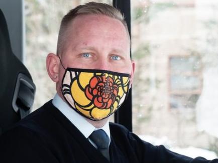 linja-auton kuljettaja maski kasvoillaan Nysse Tampereen seudun joukkoliikenne