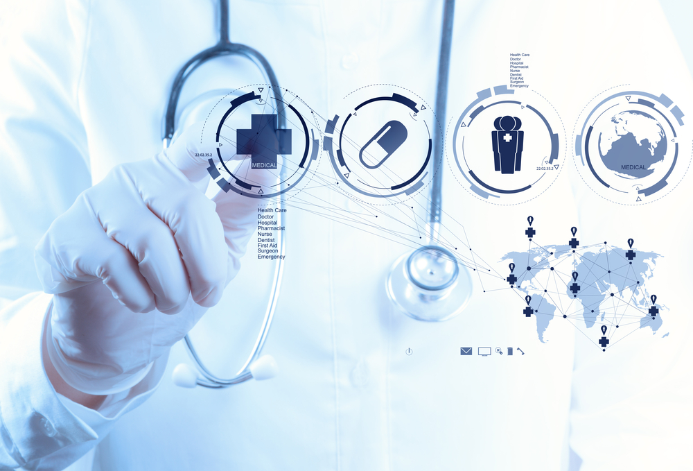 lääkäri painaa symbolia näytöstä Kuva Shutterstock