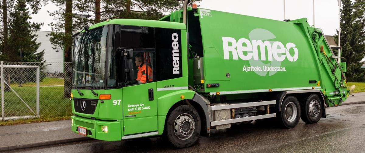 Remeo-jäteauto jossa kuljettaja käyttää Panasonic Toughpadia Kuva: Panasonic