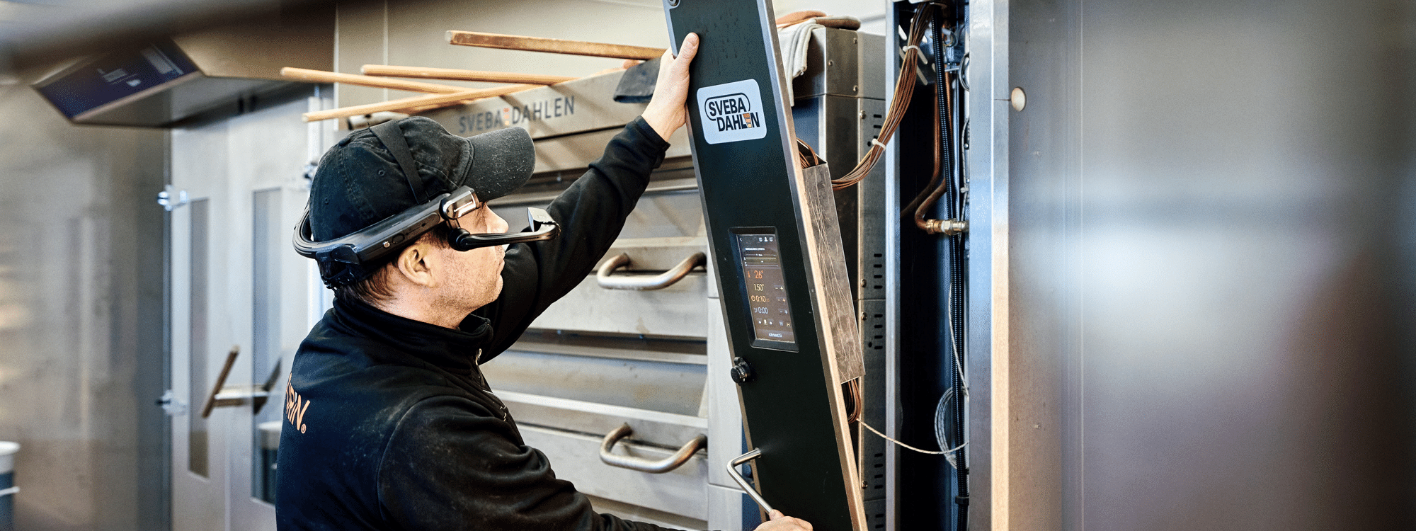 esimerkiksi huoltotyö onnistuu helpommin puettavan teknologian avustuksella Kuva Mikko Törmänen Keksi Agency